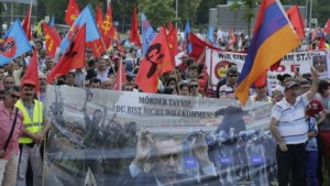 Tumulte_bei_Demo_waehrend_Erdogan-Rede_in_Wien-Euphorie_und_Kritik-Story-408770_470x266px_c5e27684619e81c01b7dbcc321711e70__46138831_jpg_1174528_470