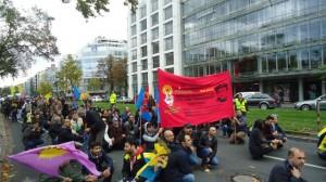 oturma eylemi düsseldorf parlamento ya yürürken