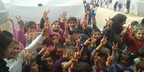 DKH Kürt göçmenlerin kamplarını ziyaret etti