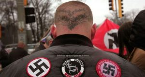 SKOKIE, IL - APRIL 19: Neo-Nazi protestors organized by the National Socialist Movement demonstrate near where the grand opening ceremonies were held for the Illinois Holocaust Museum & Education Center April 19, 2009 in Skokie, Illinois. About 20 protestors greeted those who left the event with white power salutes and chants. Scott Olson/Getty Images/AFP == FOR NEWSPAPERS, INTERNET, TELCOS & TELEVISION USE ONLY == *** Local Caption *** NEO NAZILER