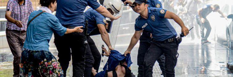 Diyarbakır'daki yürüyüşe polis saldırısı